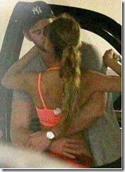 Eiza Gonzalez Liam Hemswoirth kissing pics