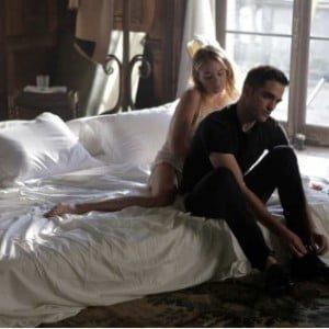 Robert Pattinson introduces girlfriend, Robert Pattinson kissing mystery brunette, Robert Pattinson at Shoshana Bush's party